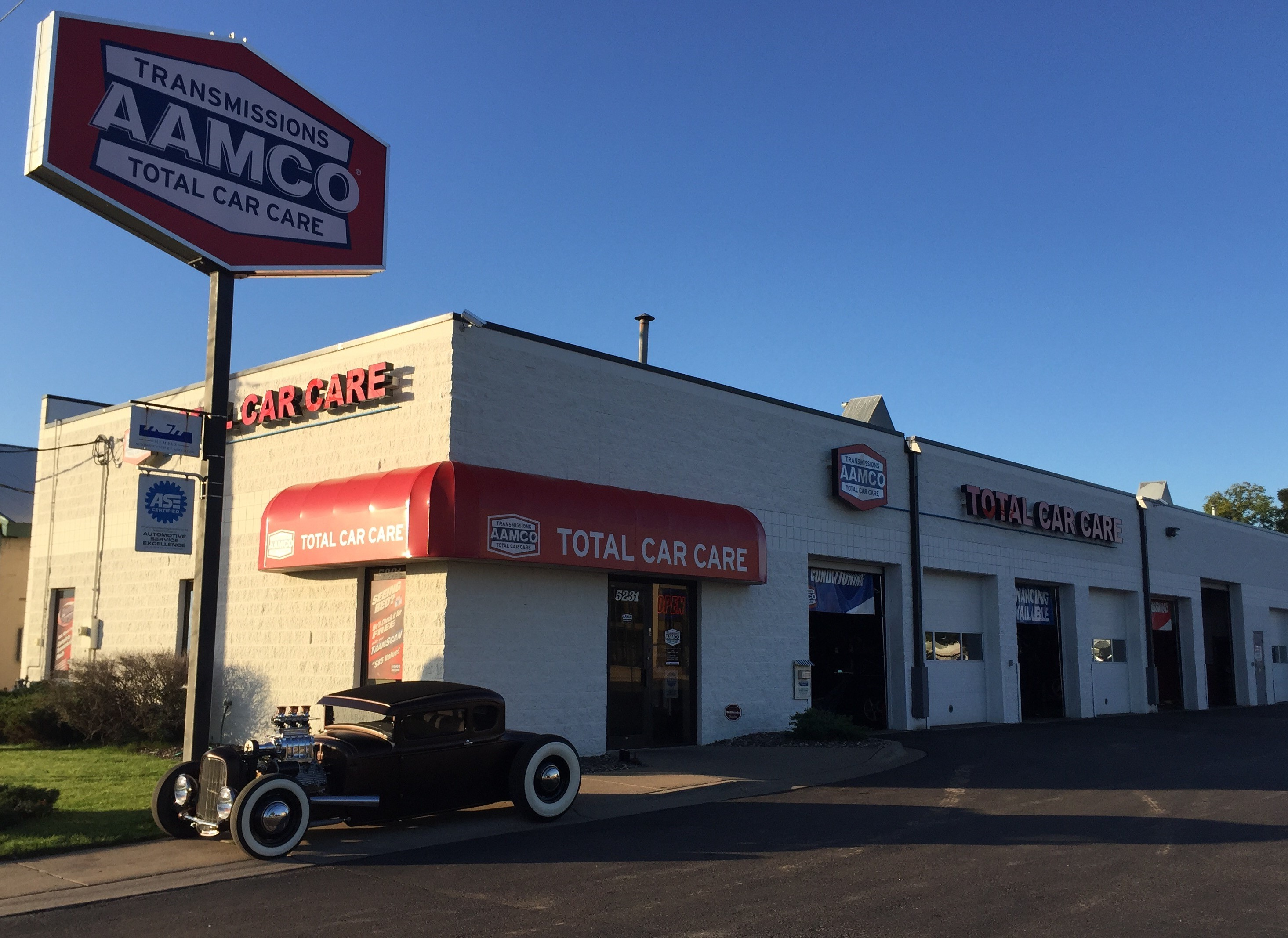 image of AAMCO Minneapolis, MN transmission and auto repair shop.