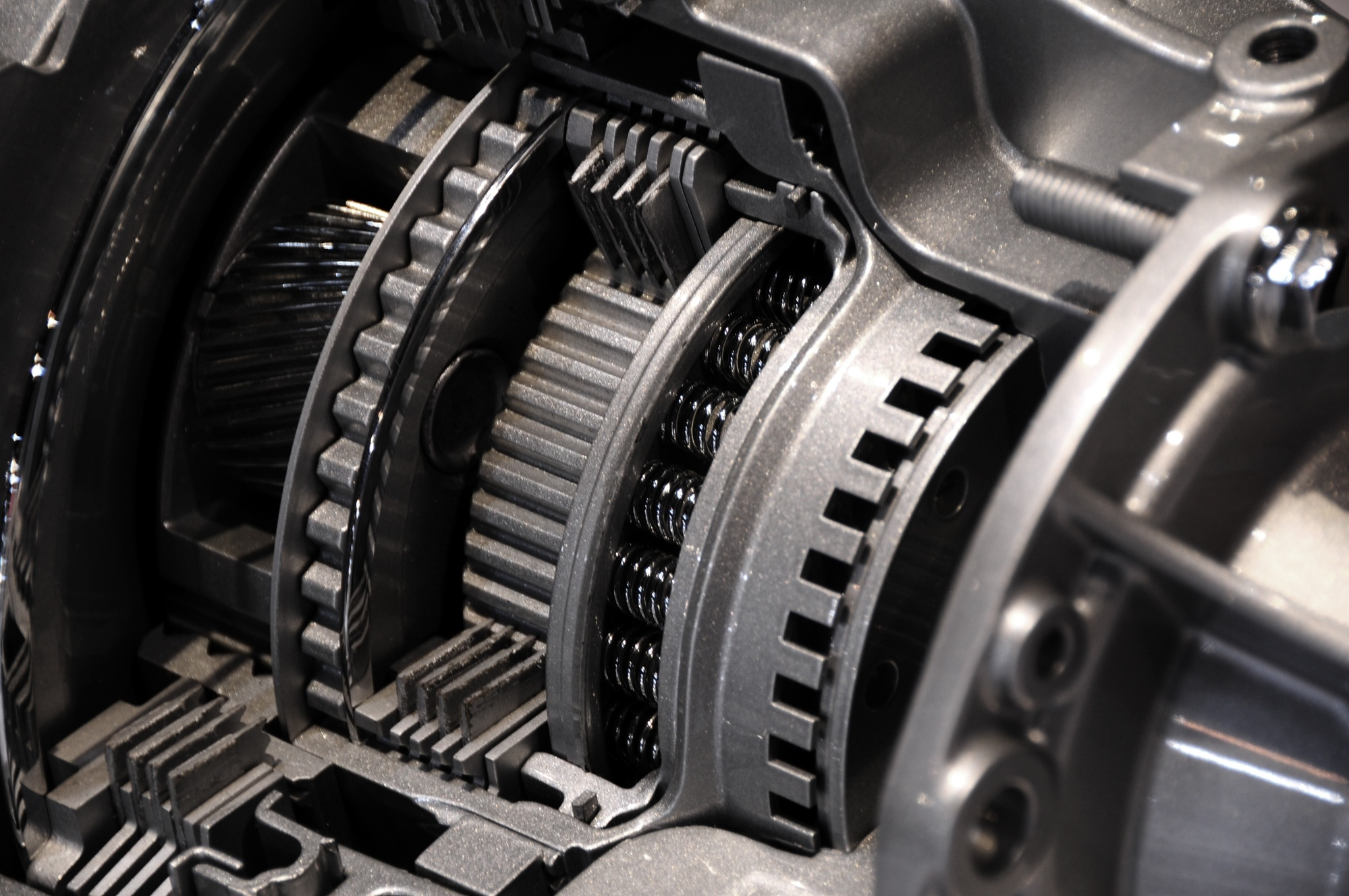 do manual cars have transmissions