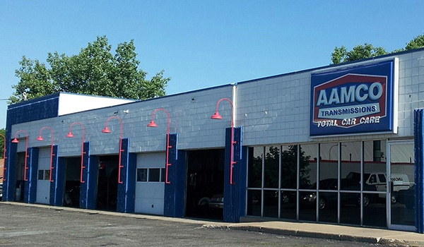 image of exterior of AAMCO St. Paul transmissions and auto repair service center.